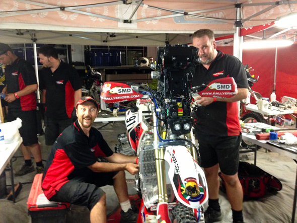 "Dakar 2013: The ""rest day"" was not so for mechanics Rob and Simon"